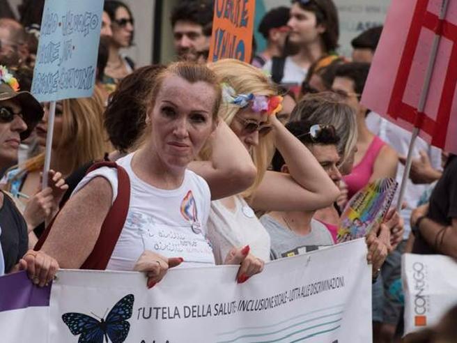 «Hitler vi metteva nei forni». Gli insulti del call center contro l'attivista transgender